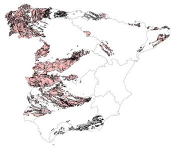 En las zonas rosas, el 10% de los edificios presenta concentraciones de radón superiores a 300 Bq/m3. Las grises están pendientes de clasificación. Las líneas representan los límites de las cuencas hidrográficas / UNED-CSN.