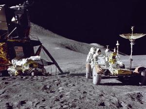 Luna-astronauta-y-aparatos_imagelarge